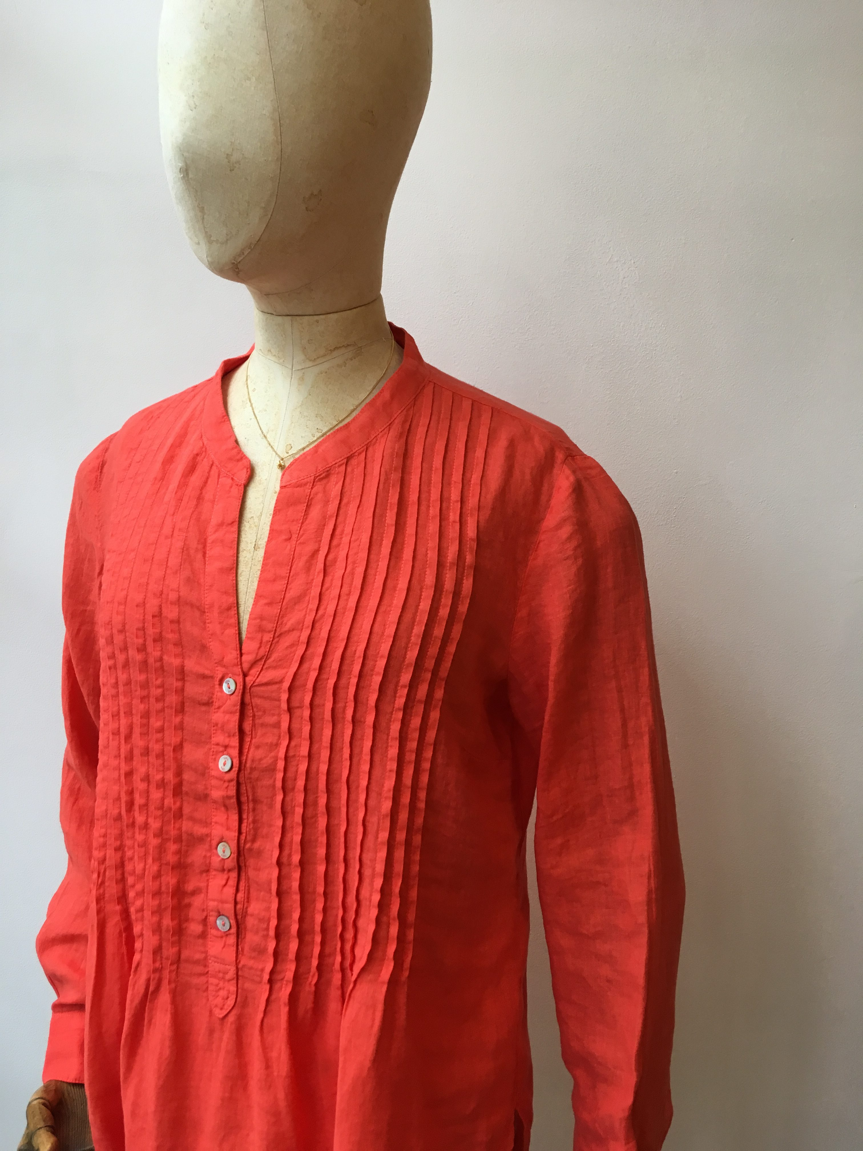 120% Lino Classic Pintuck Shirt in Grenadine