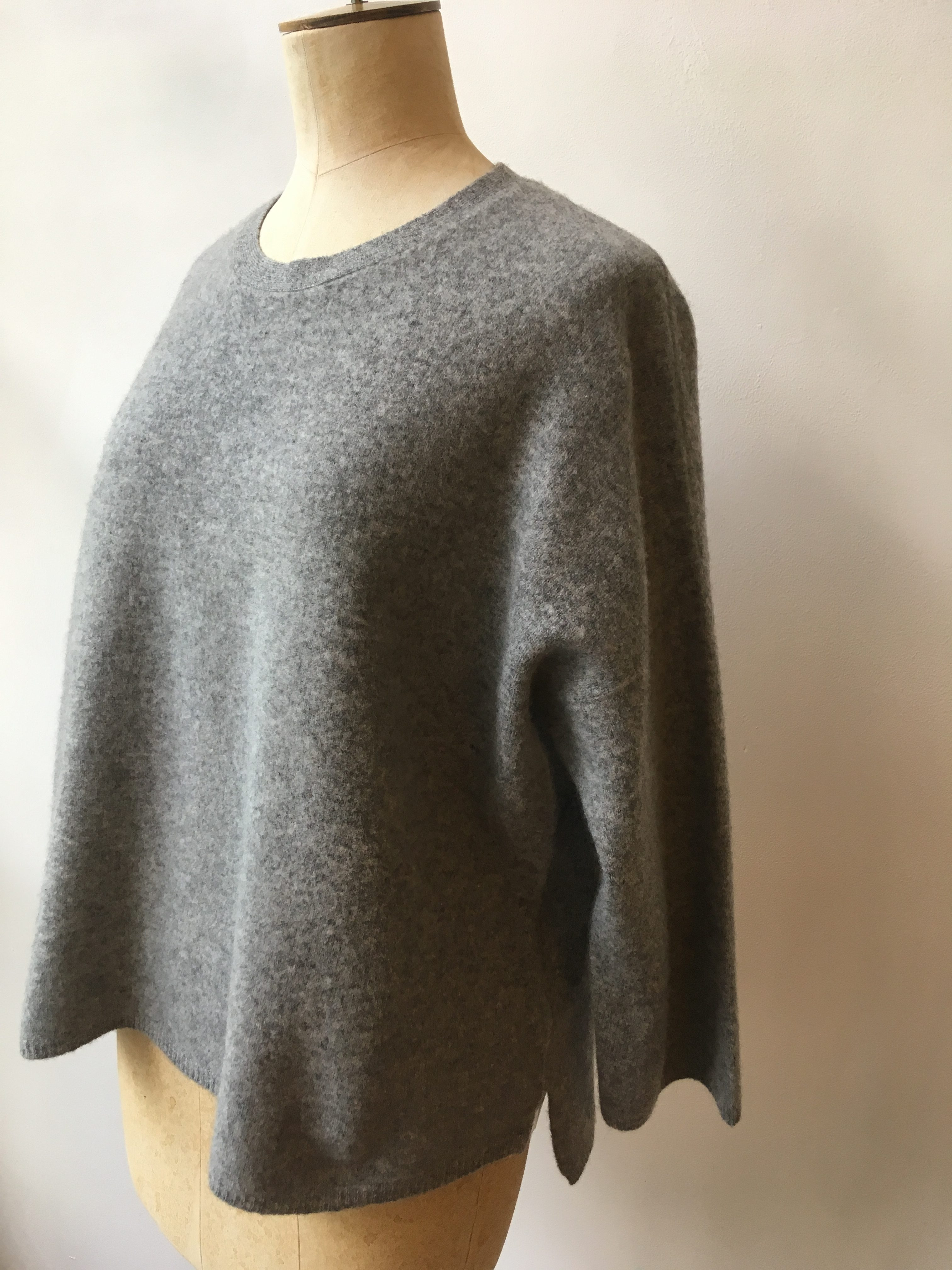 Cash CA Wide Body Sweater in Grey