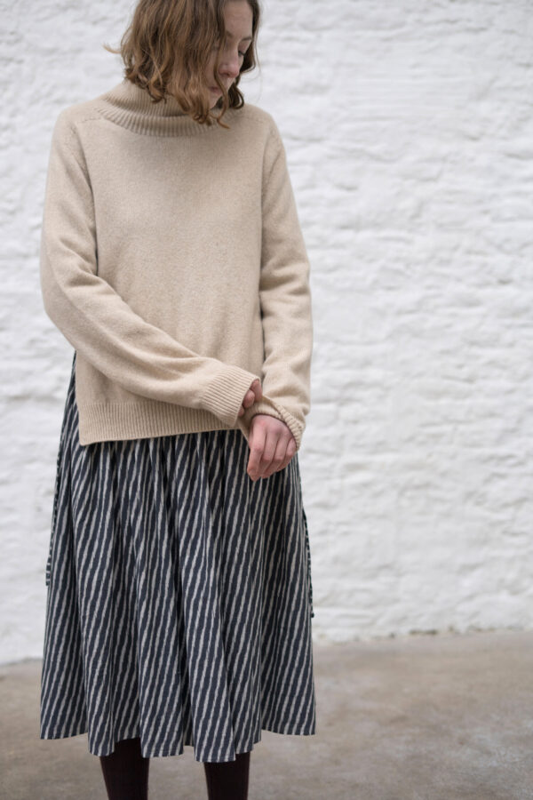 St_Ives_dress_Ikat_Ocean_jumper_Oat_mid_sleevedetail