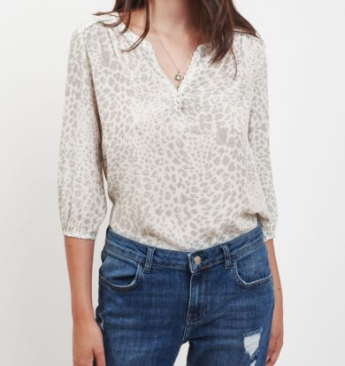 Pyrus Grace Top in Animal Light Grey